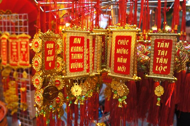 souvenirs for Tet, gifts from vietnam, lucky-money envelopes, dong ho painting, parralel sentences