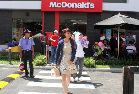McDonald's in vietnam, fastfood, F&B