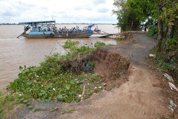 Mekong Delta, households, landslides
