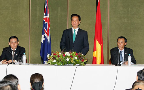PM meets with Australian Governor General , talks to Australian businesses