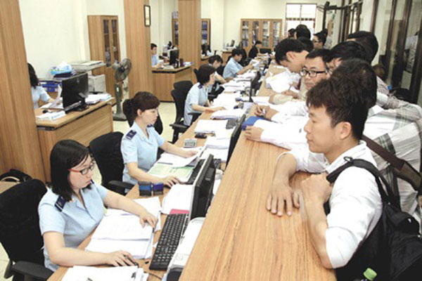 Vietnam to cut customs clearance time in bid to improve business environment