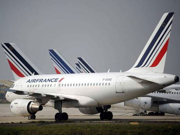 French air traffic strike prompts hundreds of cancellations