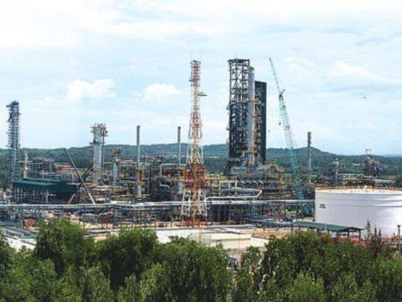 Vietnam, Dung Quat Oil Refinery, FDI