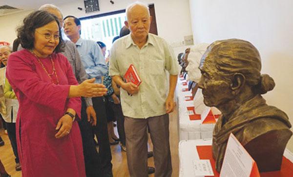 Artist's sculptures recall women's war sacrifices