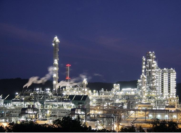 Vietnam, Dung Quat, oil refinery