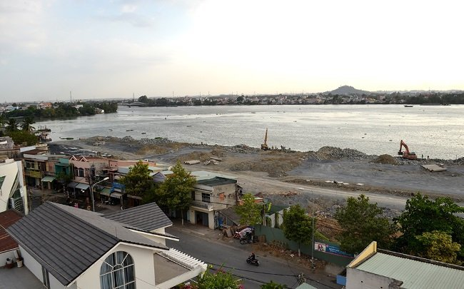 Is Dong Nai River filled with dioxin-contaminated soil?