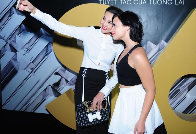 Demi Lovato entertains 50,000 local audiences