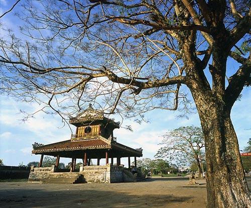 Hue restores damaged Phu Van Lau