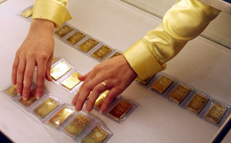 Central Bank of Vietnam to buy 'idle' gold bars for forex reserve