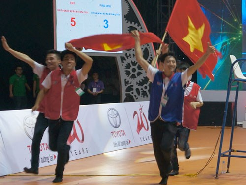 Hung Yen's university wins Robocon 2015