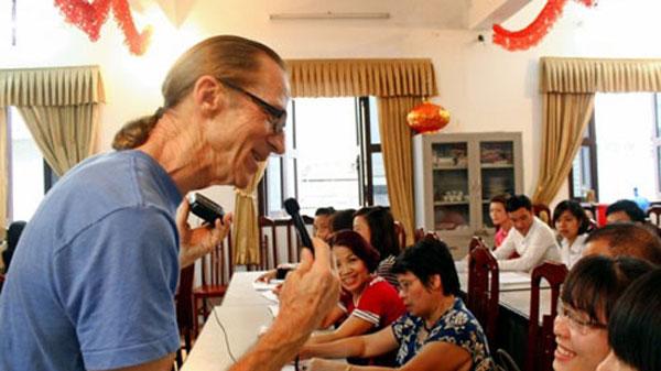 Hanoi, US war veteran, free English classes