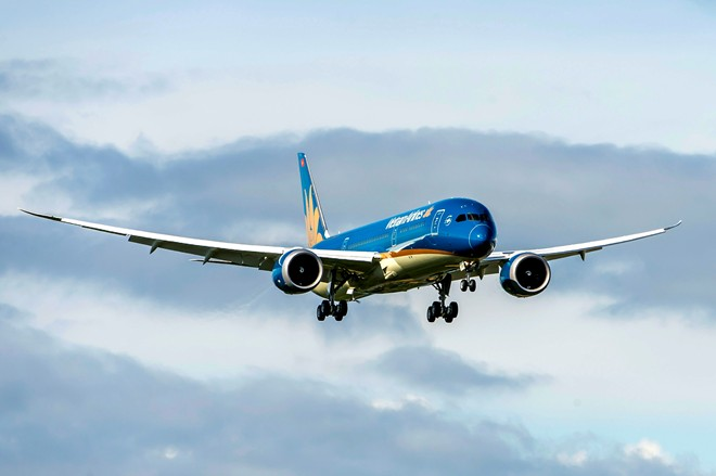 Vietnam Airlines' first Dreamliner completes first trial flight