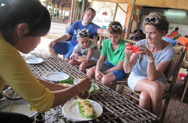 Tra Que Village, Hoi An Town, Vietnamese farm tours, cooking classes