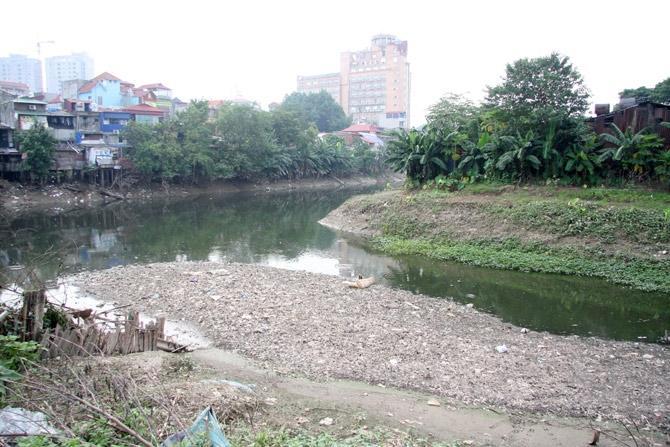 Dead rivers encircle Hanoi
