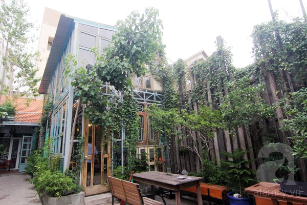 Five unique coffee shops in Saigon,container cafe, toilet cafe, maid cafe