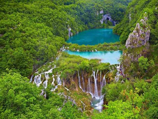 Ha Long Bay, Phong Nha-Ke Bang National Park, natural wonders