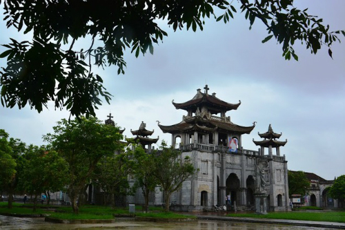 24 hours in Ninh Binh, home to VN's most beautiful stone church