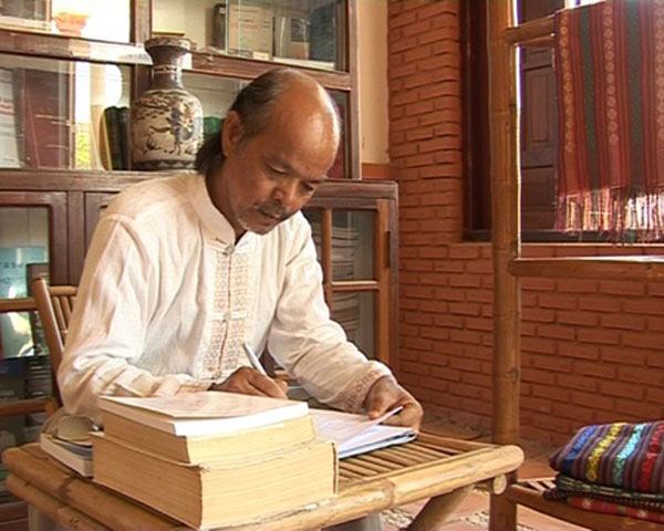 Cham poet to host talk show in Hanoi