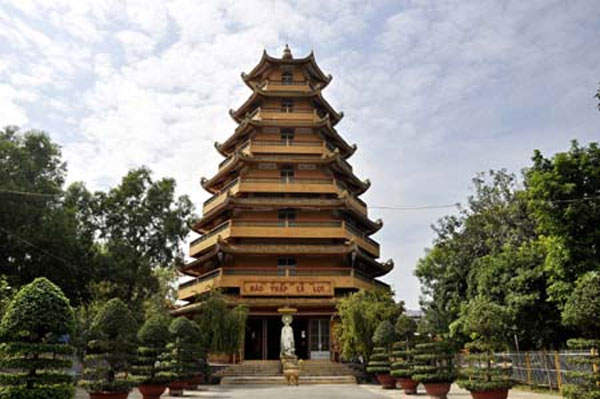 Tour of famous pagodas in Ho Chi Minh City