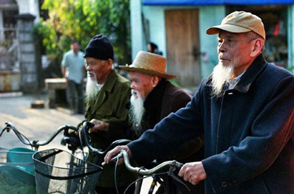 Vietnam's elderly long for open skies and doors