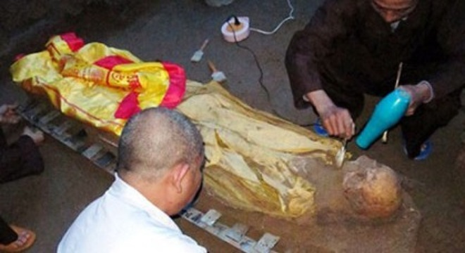 Mystery over the decomposed Buddhist monk body in Vietnam, venerable thich minh duc, mummy
