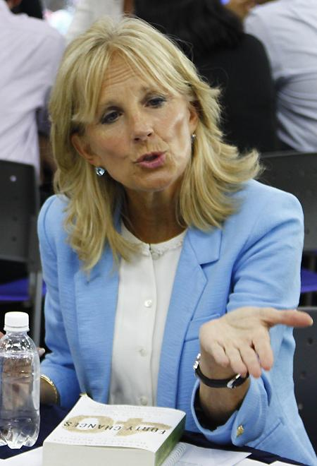 Fashion style of US vice president's wife Jill Biden in Vietnam