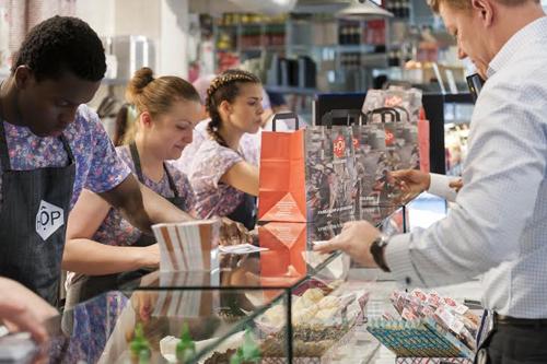British man sells Vietnamese street food in London