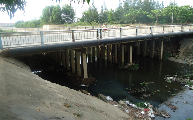 Da Nang builds concrete cover, park over polluted river