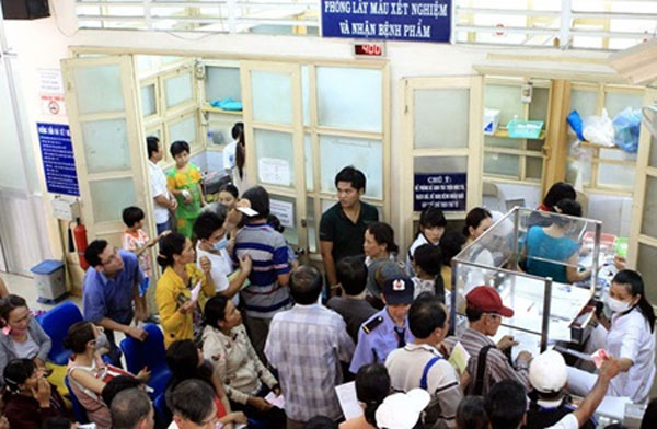 Vietnamese hospitals use satellite offices to handle overload