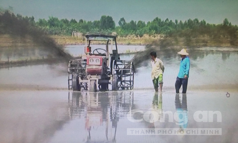 Vietnamese farmer invents unmanned ditching machine