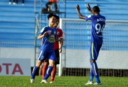 Gia Lai, Binh Duong in important win at V-League