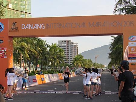 Vietnamese, Japanese runners win Da Nang international marathon titles