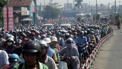 More traffic jams in Hanoi as personal vehicles increase