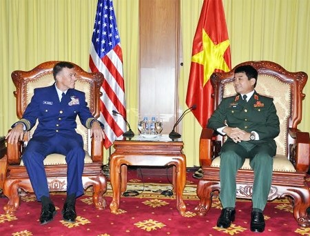 Senior military officer greets US Coast Guard Commandant