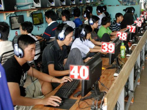 Internet cafes in HCM City must close after 10pm