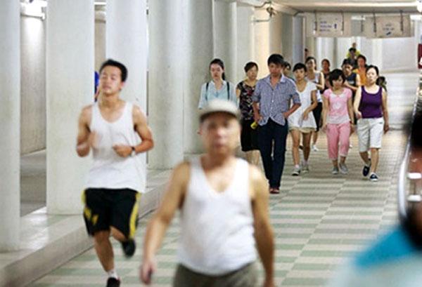 Nga Tu So pedestrian subway, subways, pedestrians, disabled pedestrians