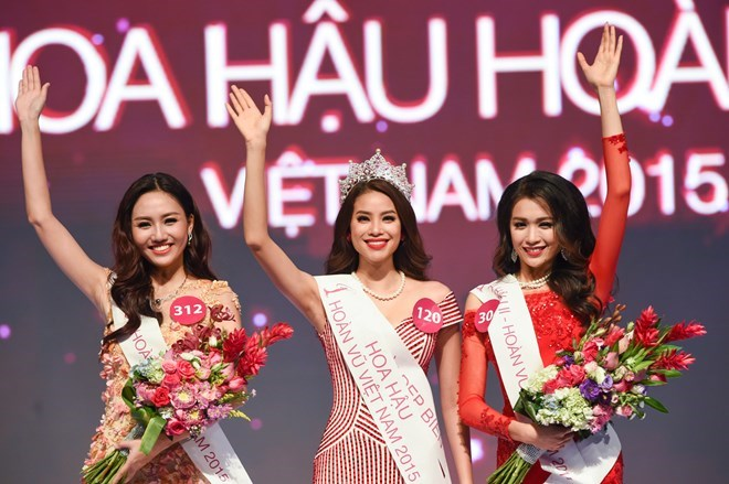 Pham Thi Huong crowned Miss Universe Vietnam 2015