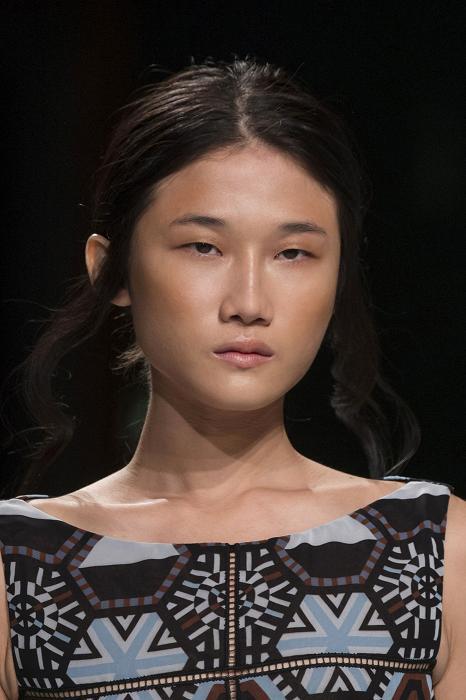 Vietnamese model Kha My Van performs at Paris Fashion Week ...