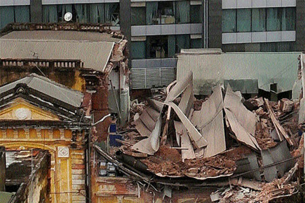 French quarter house collapse pictures