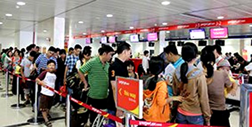 Tan Son Nhat Airport, security procedures, overloaded