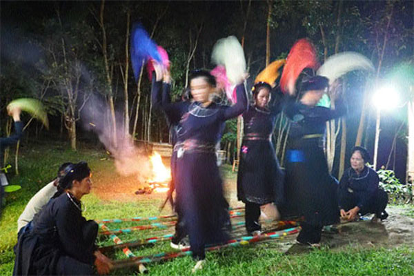 Cultural traditions shift but don't fade - News VietNamNet