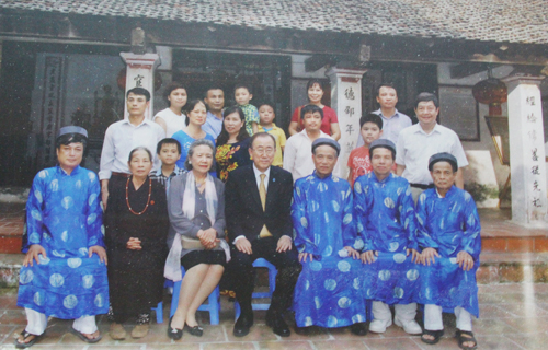 UN Secretary General's secret visit to VN family temple