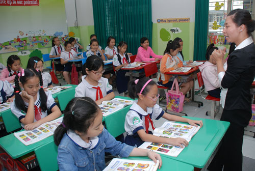 "Vietnam's English skills rise to ""moderate proficiency"" in index"