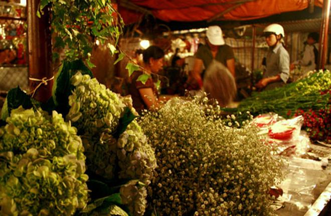 Quang Ba night flower market, hanoi night life, hanoi travel, hanoi tourism, hanoi culture