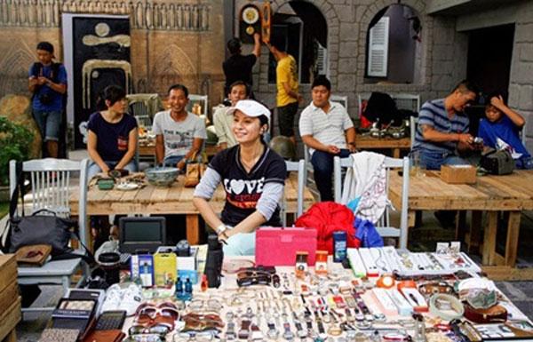 HCM City flea markets attract big crowds