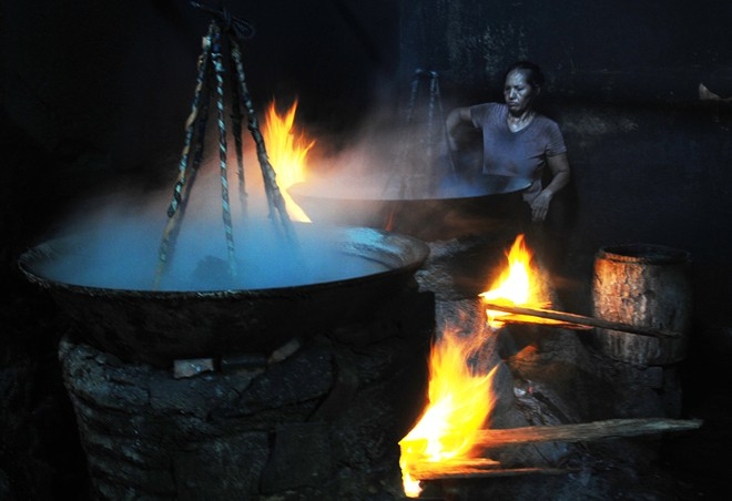 Earning a living in 60 degrees Celsius fish-steaming workshops