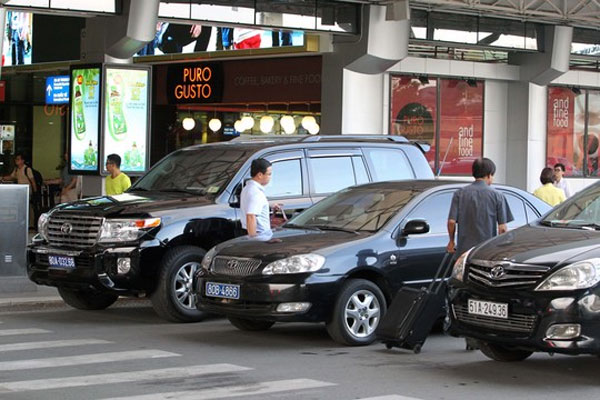 Tan Son Nhat International Airport, government cars, collection points, traffic problems, Vietnam economy, Vietnamnet bridge, English news about Vietnam, Vietnam news, news about Vietnam, English news, Vietnamnet news, latest news on Vietnam, Vietnam