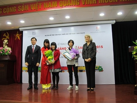 VN, Korea singers to headline festival, Danang gearing up for Int'l Theatre Congress,  2015 Vietnam Supermodel kicked off, 'Color 6' exhibition to open in Hanoi, No shortage of variety in alley 18A