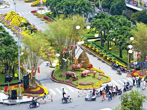 Noo Phuoc Thinh continues to become 2015 Japan tourism embassador, Preparations for Nguyen Hue Flower Street to be kicked off next January, Culture, tourism week honours poet Nguyen Du, A series of free outdoor concert back to Hanoi