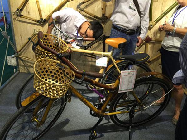 Bamboo bicycles, bicycle exhibition, wind turbines, domestic market, Vietnam economy, Vietnamnet bridge, English news about Vietnam, Vietnam news, news about Vietnam, English news, Vietnamnet news, latest news on Vietnam, Vietnam